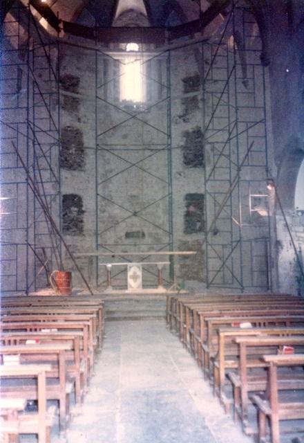 1981_11_01_església_obres restauració interior 3_000418